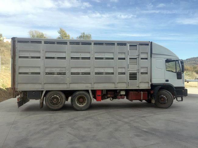 First vehicle bodyworked for Carrocerias Molas with aluminum box for cattle transport, year 1996